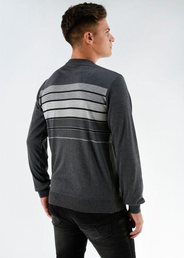Sweater de hilo rayado en color gris, en talles S,M,L,XL,XXL. Ideal para la nueva temporada. Cuidados: lavar con agua fría.