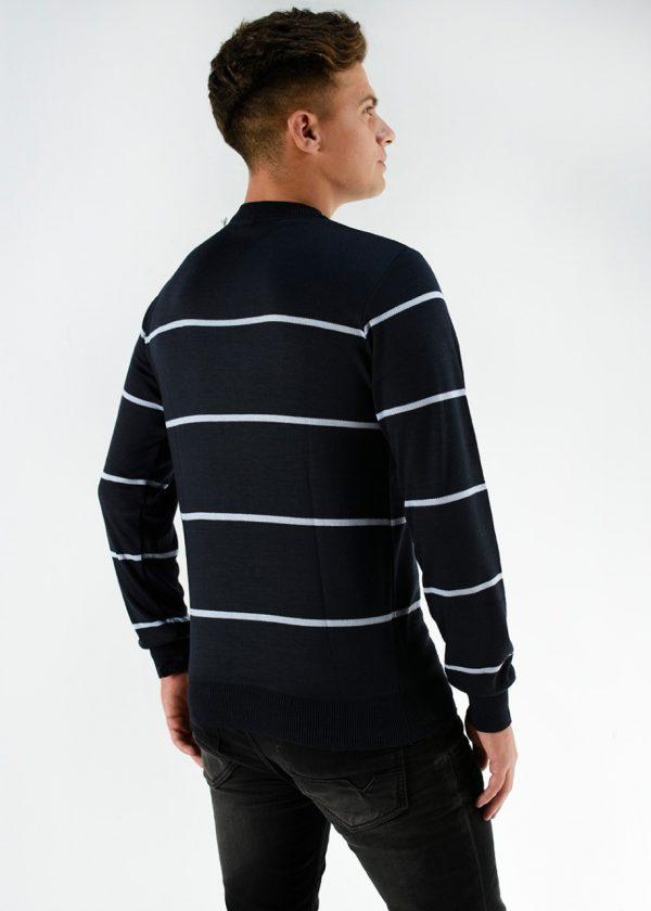Sweater de hilo rayado en color azul, en talles S,M,L,XL,XXL. Ideal para la nueva temporada.Cuidados: lavar con agua fría.