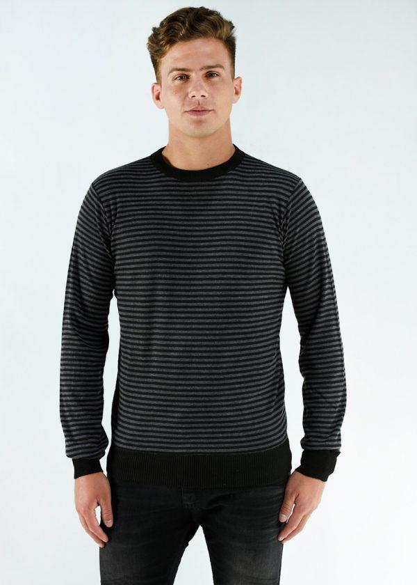 Sweater de hilo azul con rayas blancas , en talles S,M,L,XL,XXL.