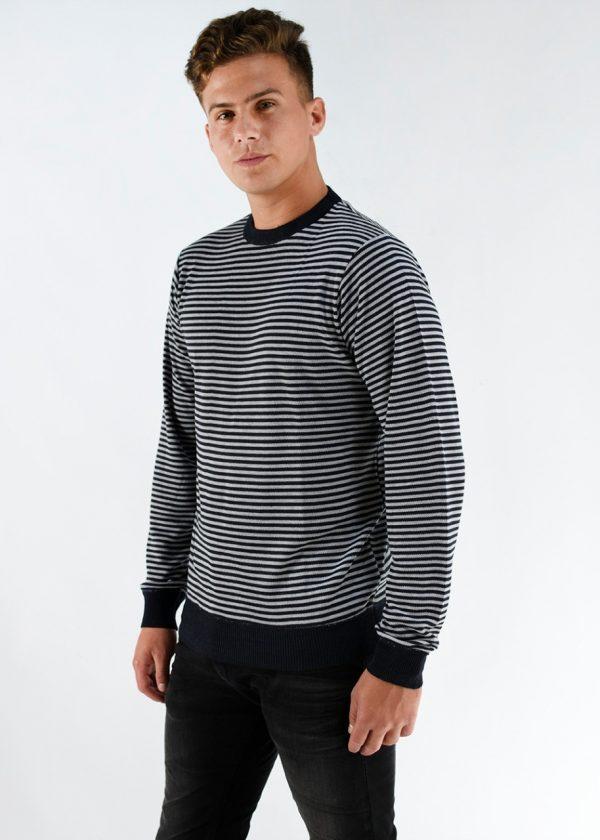 Sweater de hilo negro con rayas blancas , en talles S,M,L,XL,XXL.