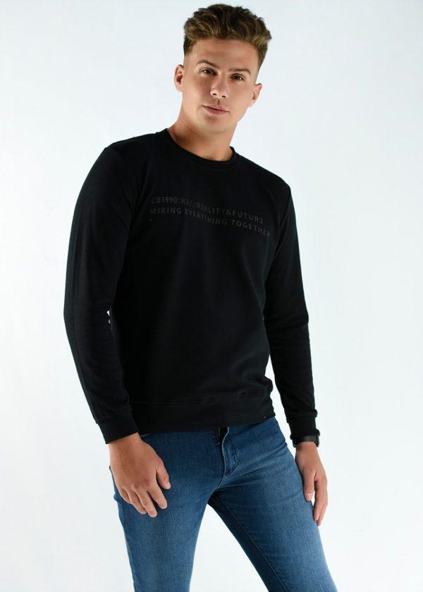 Buzo rustico mangas largas, en color negro con una estampa, en talles S,M,L,XL,XXL. Adelanto de la nueva temporada de invierno 2021. Cuidados: lavar con agua fría.